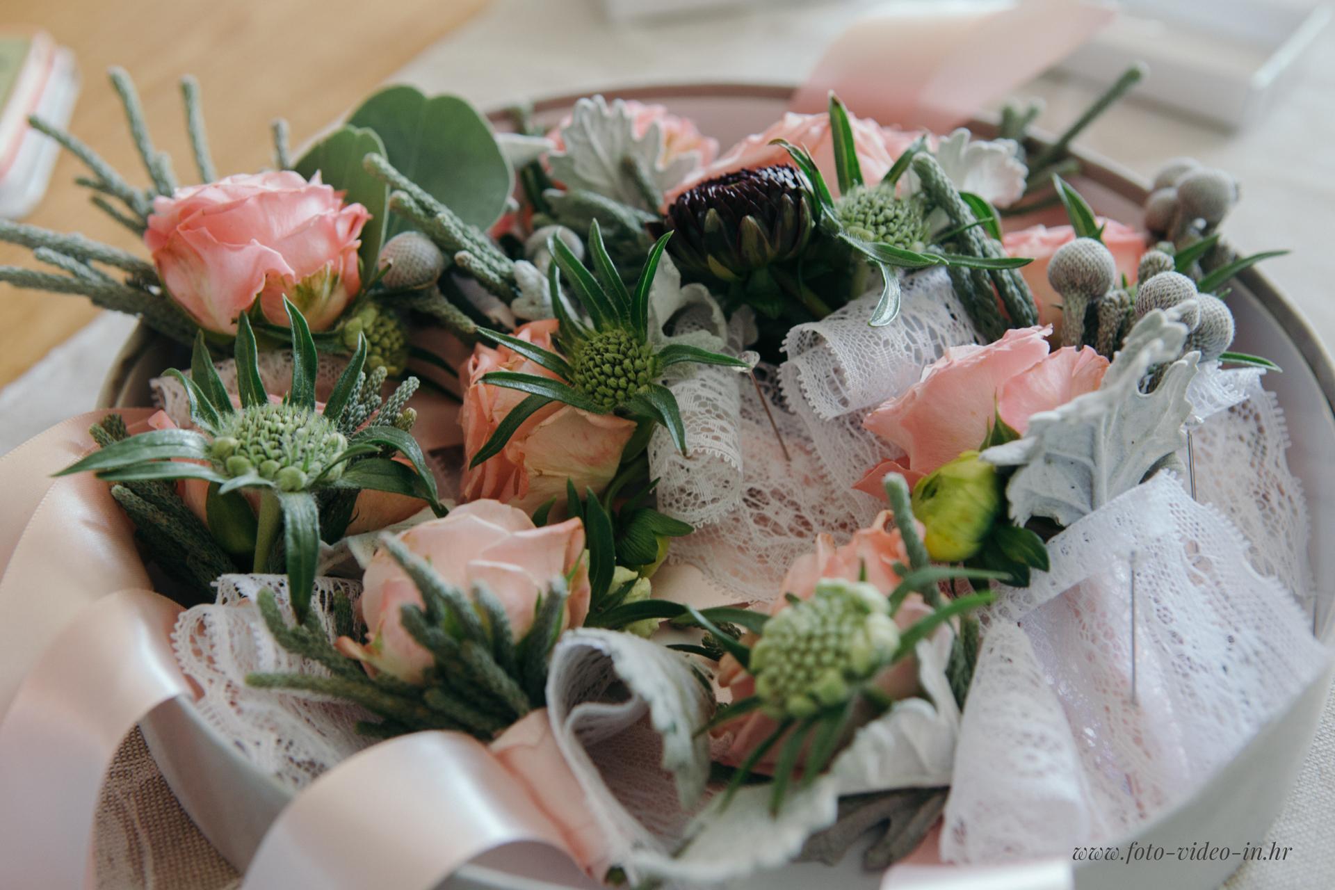 vjenčani buket sa ružama